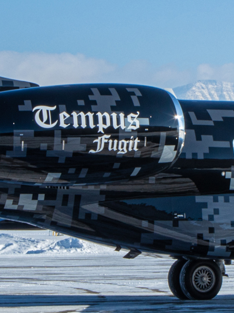 side of aircraft that says tempus fugit